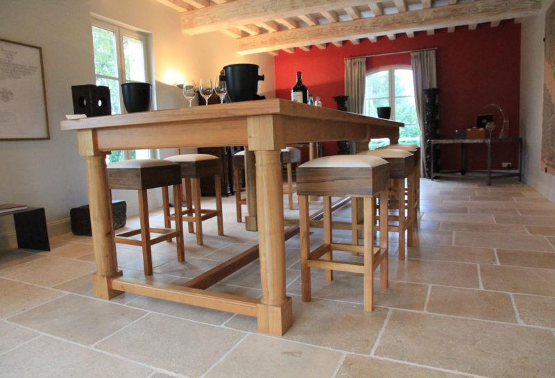 Création table de partage, dégustation de vin dans le château de la Gaffelière à St-Emilion (Gironde)