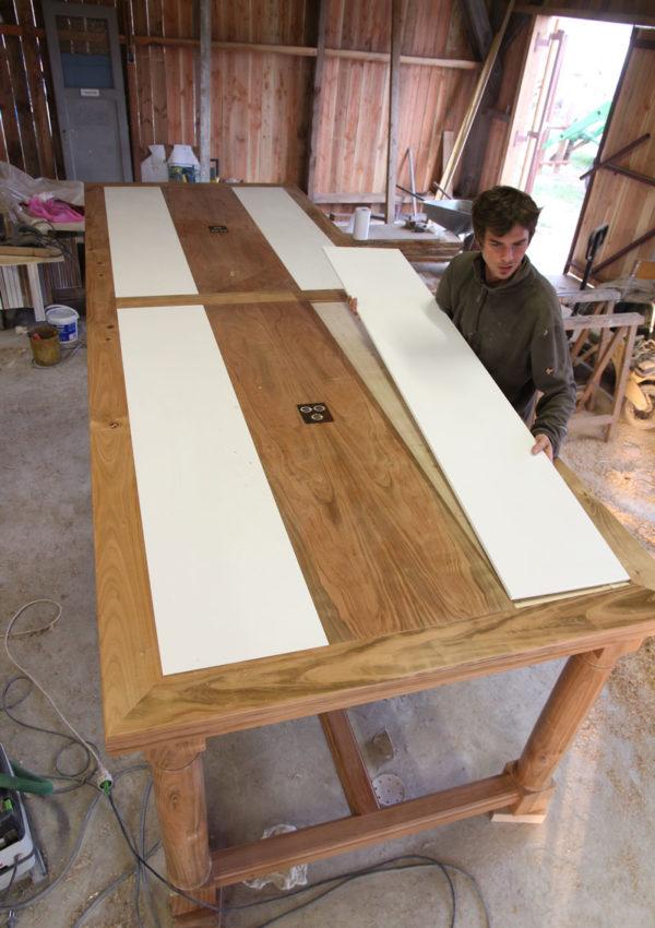 Table en Noyer et merisier avec Corian intégré