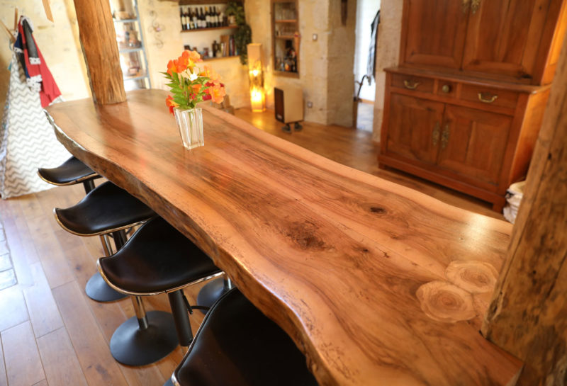 Fabrication de Table suspendue en Noyer de Dordogne