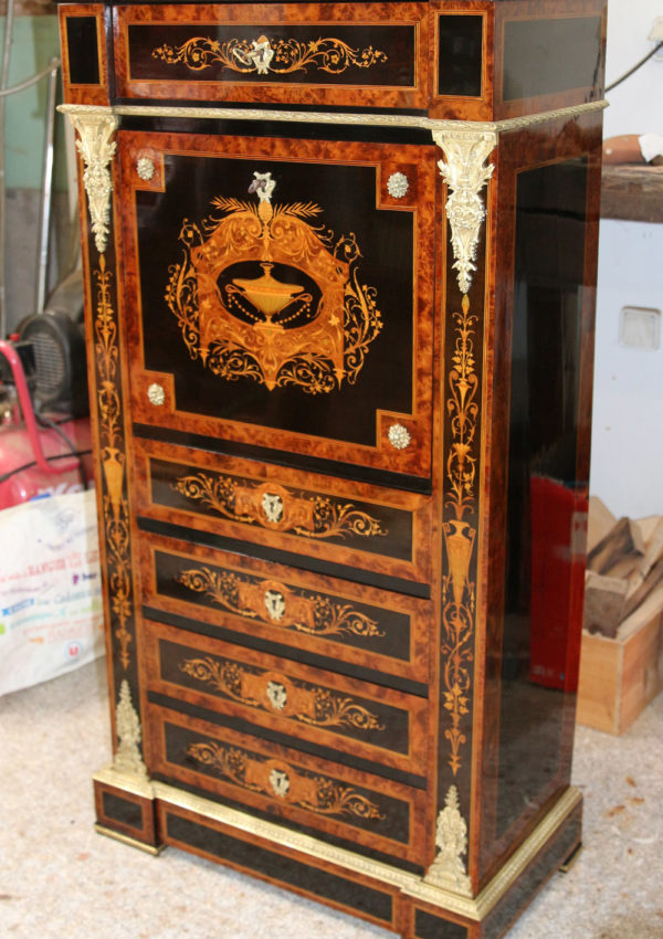 Secrétaire napoléon III, riche marqueterie en bois précieux